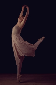 On pointe Rebecca MacDonald